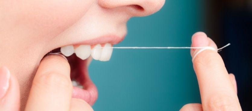 Los beneficios del hilo dental